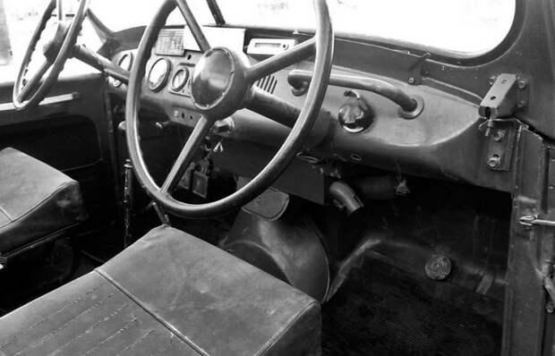 Для чего в СССР выпускали УАЗ-469 с двумя рулями