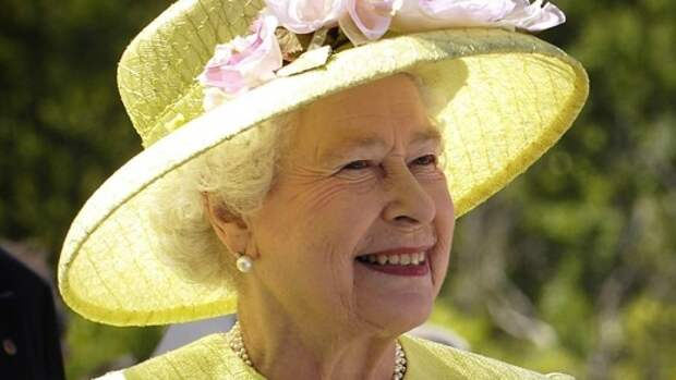Королева Елизавета II встала на сторону принца Уильяма в конфликте с Гарри