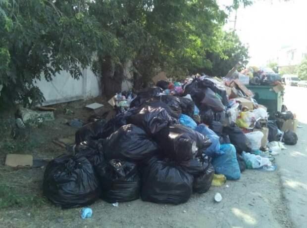 Феодосия и прилегающие поселки «утонули» в мусоре