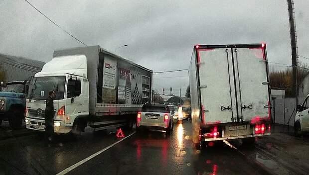 Пробка длиной более 3 км образовалась на Домодедовском шоссе из‑за аварии