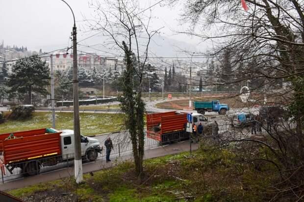 В Ялте активно борются со стихийными свалками