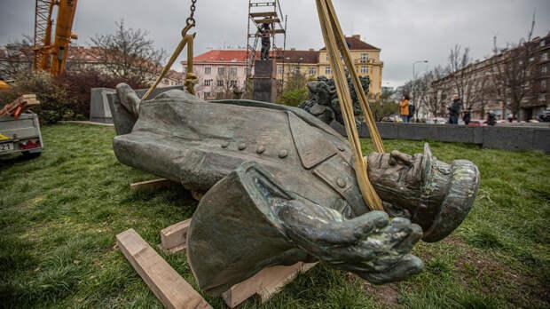 В Праге снесли Конева, а в Пензе поставили памятник чешским легионерам