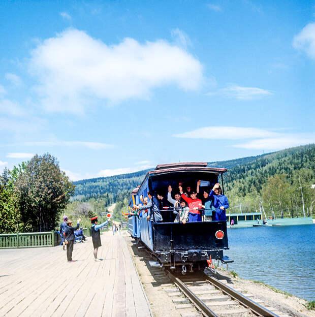 А вы знали, что в России действуют настоящие детские железные дороги? (ФОТО)