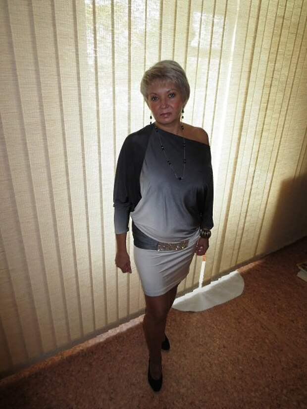 Зрелая дама в платье-тунике. /Фото: i12.fotocdn.net