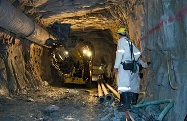 Буровая установка на руднике Мпоненг, ЮАР. Изображение из открытых источников