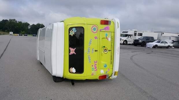 Сумасшедший фургон Volkswagen, который ездит на боку volkswagrn, авто, гольф, прикол, самоделка, своими руками, тюнинг, фургон
