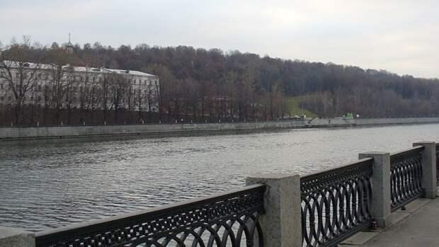 Серия взрывов прогремела на Лужнецкой набережной в Москве