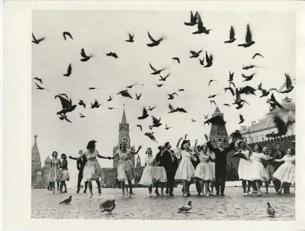 Выпускники московских школ на Красной площади. Владимир Лагранж, 1962 г., Москва, из архива МАММ/МДФ.
