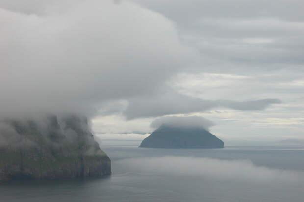 Остров скороной изоблаков