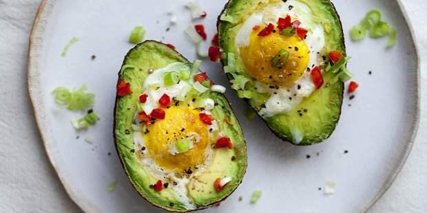 яйца с авокадо