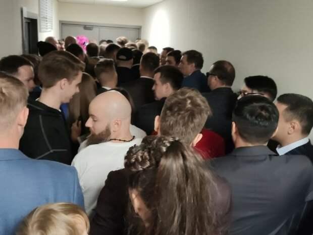 Жители Петропавловска-Камчатского с ночи стоят в очереди за талоном в поликлинику