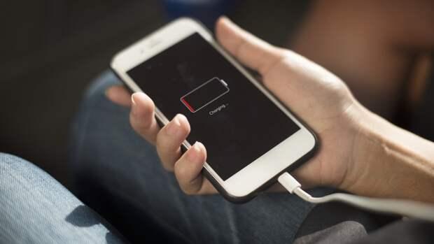 Владельцев смартфонов предупредили о смертельной опасности «неродной» зарядки