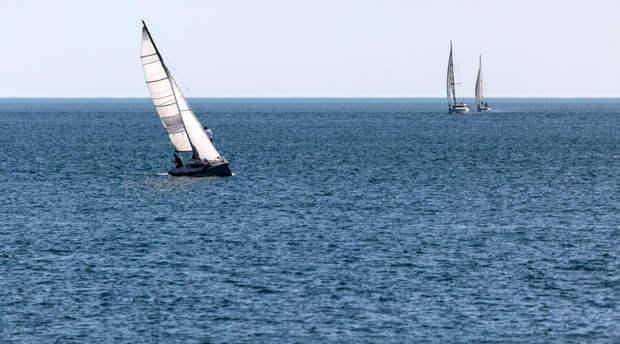 ФСБ поучаствовало в спасении незадачливых туристов от гибели в море