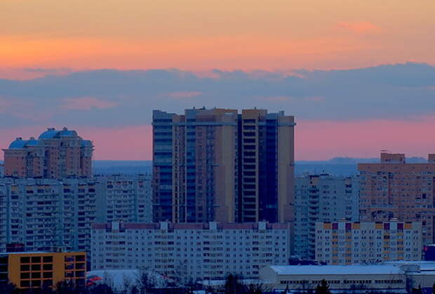 Дом в Одинцово на фоне закатного неба V2.1