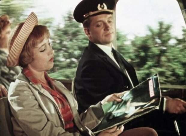 Кадр из фильма *Королева бензоколонки*, 1962 | Фото: foto-history.livejournal.com