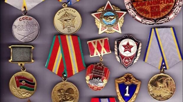 Пенсионер из Мурманской области вернул министерству обороны все свои награды и грамоты