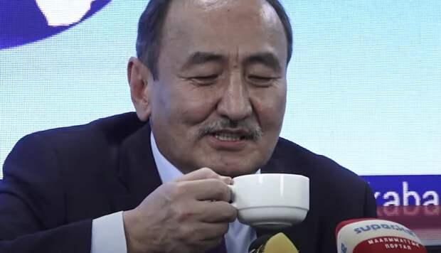 «Ядовитый свинец»: глава Киргизии предложил лечить коронавирус иссык-кульским корнем