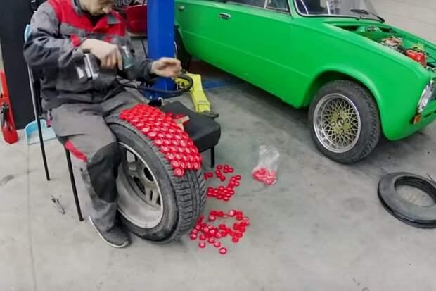Блогеры сделали шипованные шины из крышек от пластиковых бутылок