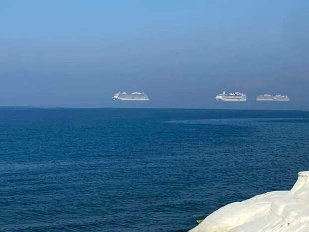 На Кипре были замечены «летающие» корабли