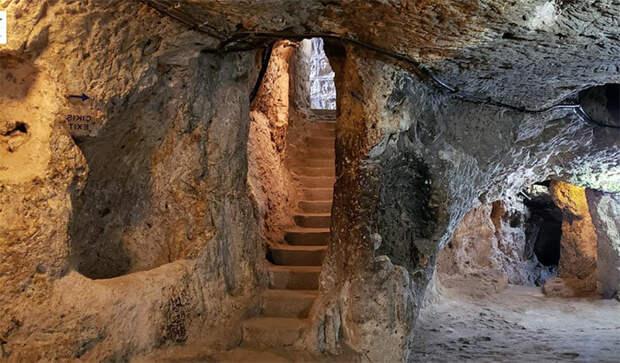 Один из многочисленных туннелей в подземном городе Деринкую, Турция. Фото автора