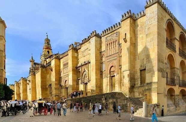 Изумительный город, в котором самое большое число объектов Всемирного наследия ЮНЕСКО