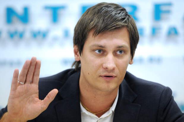 Гудков нашёл новый предлог вывести народ на митинги: Мы или они, спрашивает он