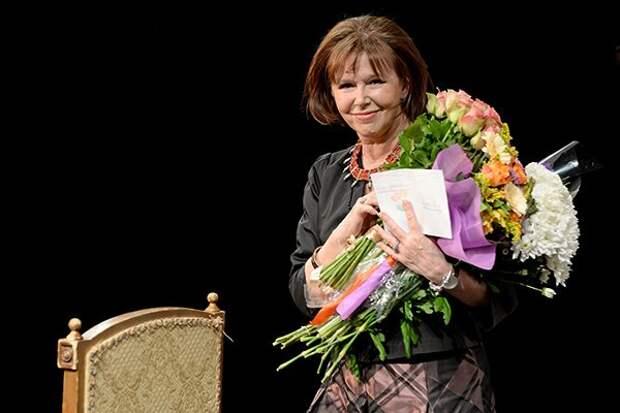 Актрисы и цветы: Евгения Симонова.