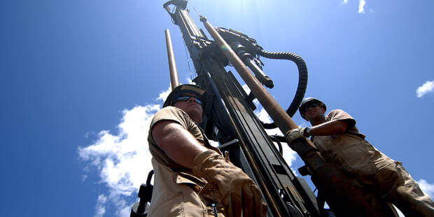 Цена на нефть опустилась ниже 30 долларов