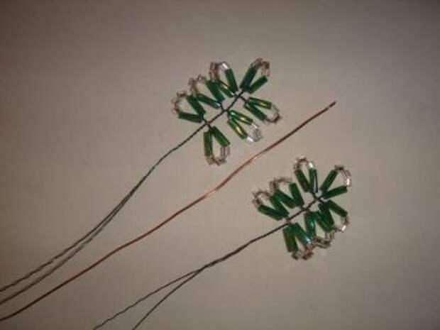 Новогодняя елочка из бисера
