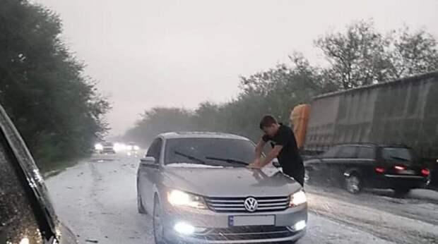 В Украине бушует непогода и на один день «пришла зима»