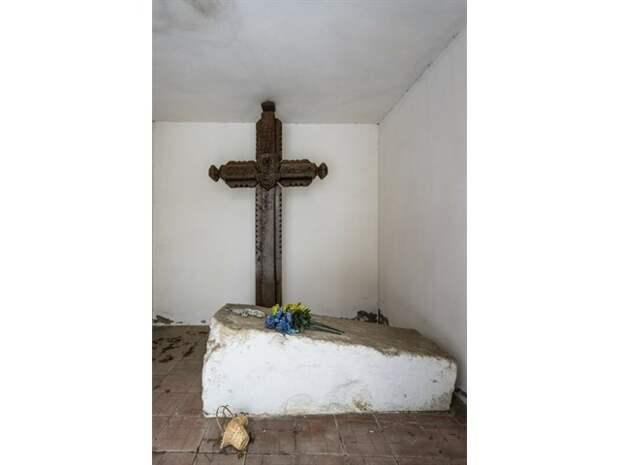 Пантеон беспамятства: манкуртизация без «отеческих гробов»