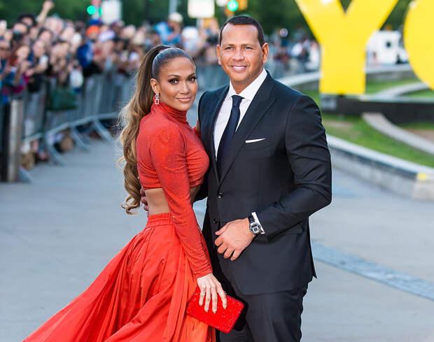 Дженнифер Лопес и Алекс Родригес расторгли помолвку и объявили, что они «скорее друзья»