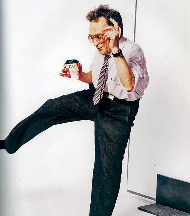Россиянин Валентин Бадич в 76 танцует твист и шейк.