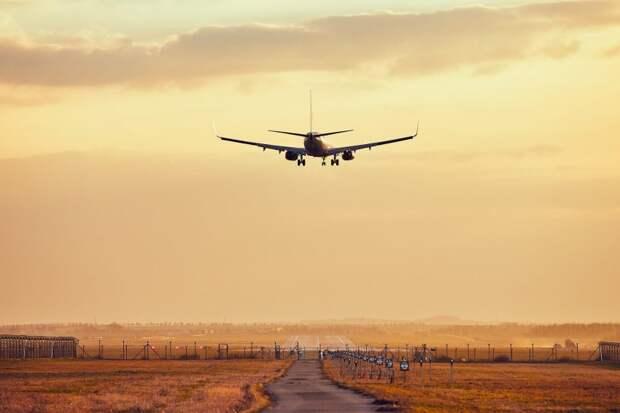 Летевший в Грозный самолет экстренно приземлился в Шереметьево