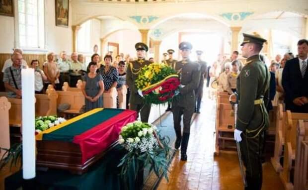 В Литве с почестями перезахоронили последнего «лесного брата»