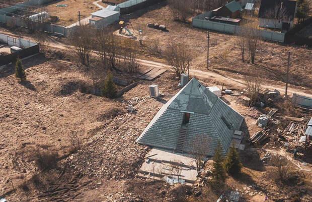 Россияне построили пирамиду на своем загородном участке