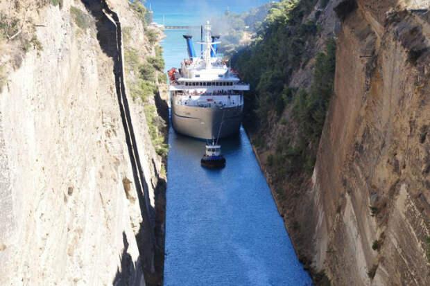 Коринфский канал: водный путь, где может легко застрять корабль