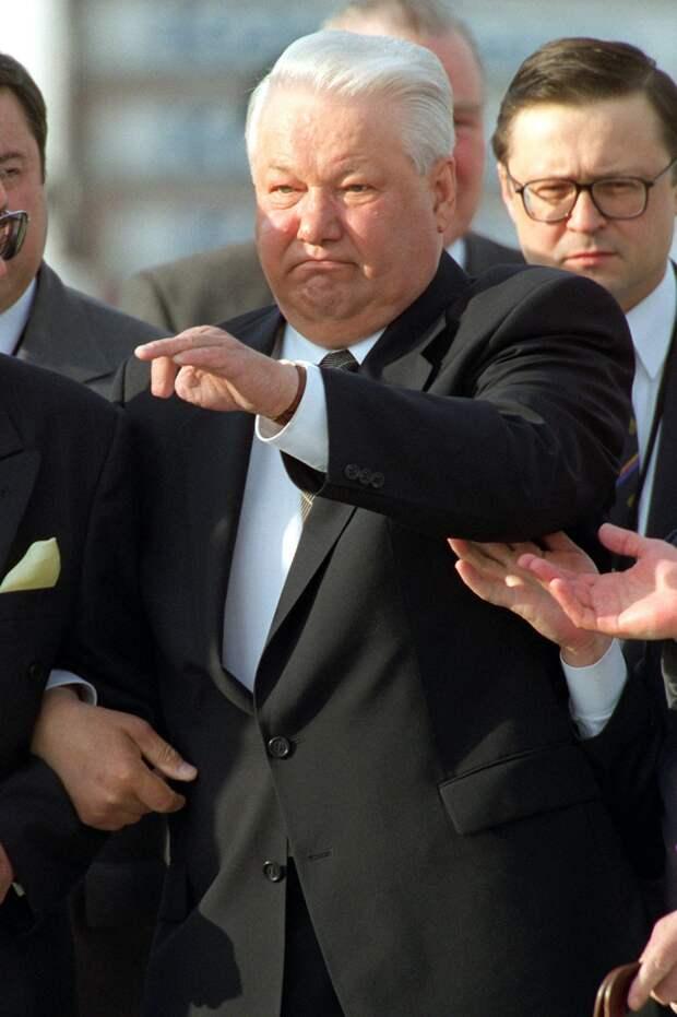 Ельцин, за которого стыдно: Самые скандальные пьяные выходки первого президента