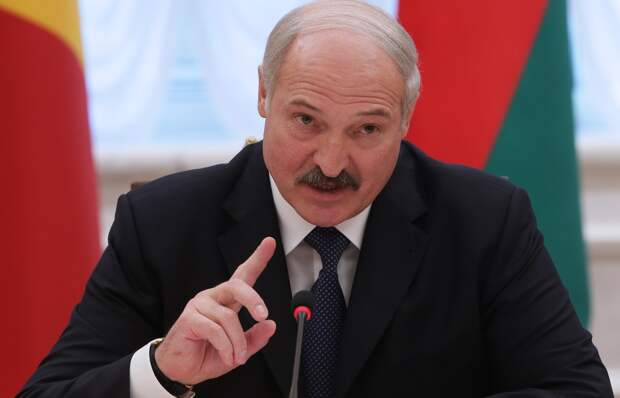 Лукашенко отказался считать себя безумцем из-за решения не вводить карантин