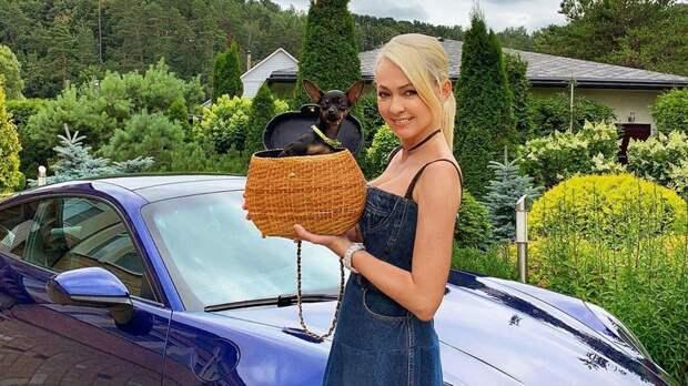 Жена Плющенко Рудковская провела экскурсию по своему саду: видео