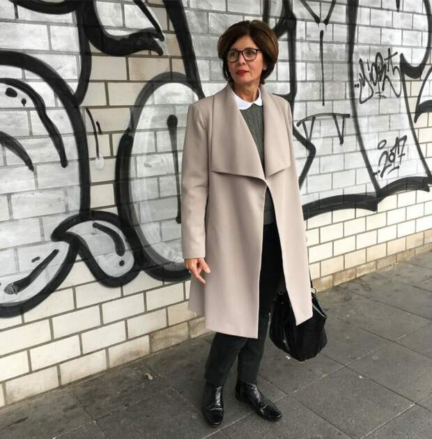 Взрослая дама в тонком пальто. /Фото: ladyline.me