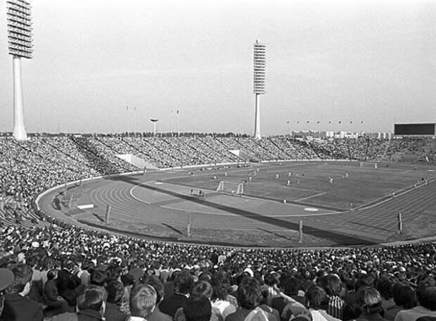 70 лет назад открылся первый «стотысячник» в СССР - стадион Кирова.Дата в истории