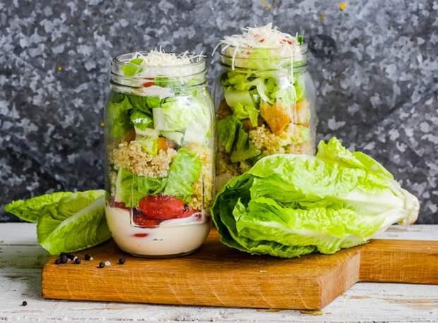 Греческий салат с кускусом.