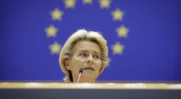Глава Еврокомиссии призвала ЕС сближаться с США, а не с Россией