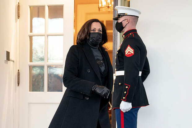 Вице-президент США Камала Харрис занялась пробежкой в мемориале Линкольна