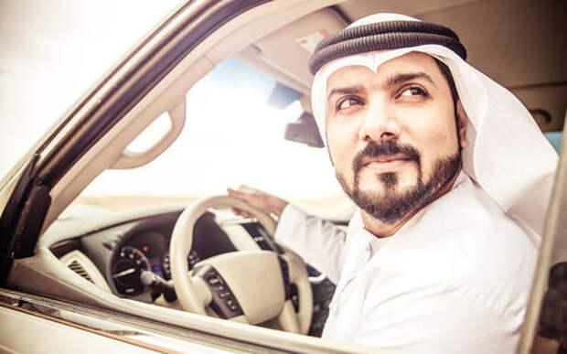 В ОАЭ будут штрафовать зевак за рулем