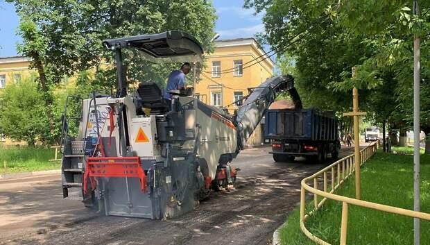 Рабочие приступили к ремонту асфальтового покрытия на Бережковском проезде