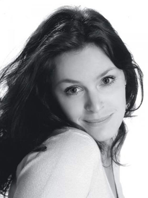 """Звезда сериала """"Кухня"""" Марина Могилевская в 90-ые годы."""