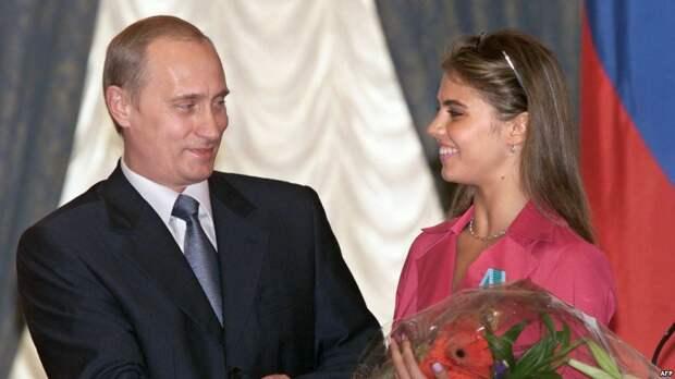 8 июня 2001 года. Первая официальная фотография, где Владимир Путин и Алина Кабаева фигурируют вместе