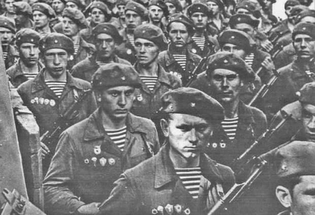 Почему тельняшка у русских стала культом